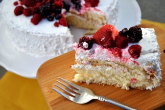 Biskvit with Berries (Moist Russian Sponge Cake)